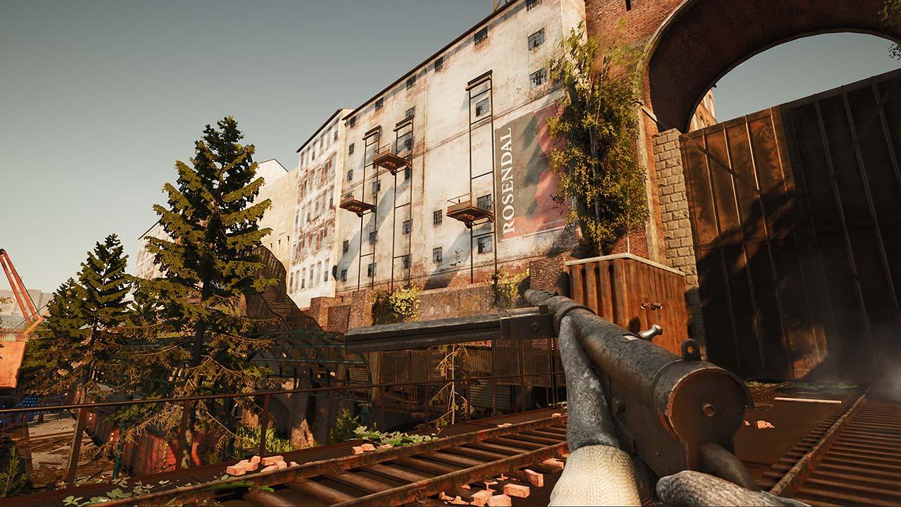 Screenshot von dem Mystery-Shooter INDUSTRIA – im Hintergrund ist eine Häuserfassade zu sehen, welche im Berlin einer Parallelwelt existiert. Im Vordergrund sehen wir die Spielfigur mit einer Maschinenpistole.