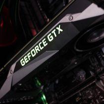 Zu sehen ist das Innenleben eines Gaming PC. Im Fokus steht dabei eine GEFORCE GTX Grafikkarte.